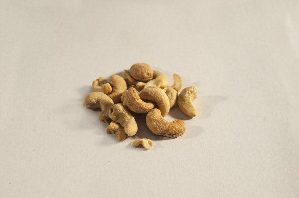 Kešu ořechy - jádra pražená solená 1000g