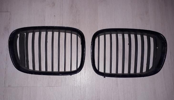 maska mřížka ledvinka přední kapoty Bmw 5 E39 do 09/2000