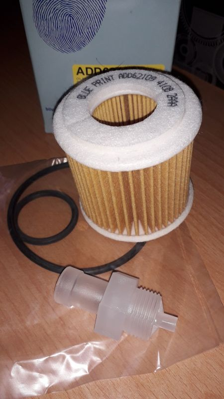 filtr olejový pro Subaru+Toyota Auris Avensis Corolla Pirius Yaris