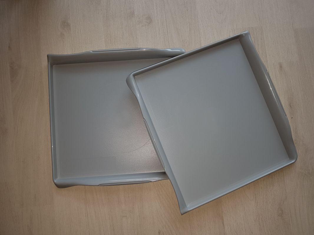 Jídelní tác plastový - šedá barva - Spiriant